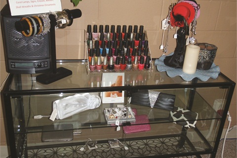 <p>SC Nail Lounge retails jewelry and small handbags.</p>