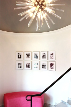 <p>Walking in off Sunset Boulevard, guests are dazzled by Jessica&rsquo;s entryway, which hints at what lies beyond.</p>