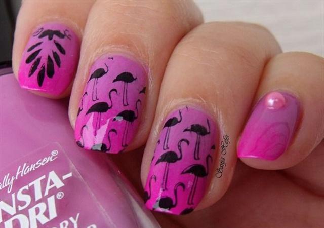 "<p>Via <a href=""http://nailartgallery.nailsmag.com/sanjahefer/photo/429330/flamingos"">Nail Art Gallery</a></p>"