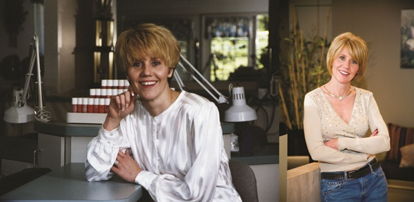 <p>Debbie Scoaff (left in 1994) and now.</p>