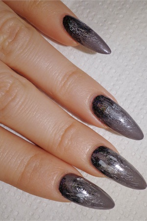 <p>4. Repeat the previous step with white polish.</p>