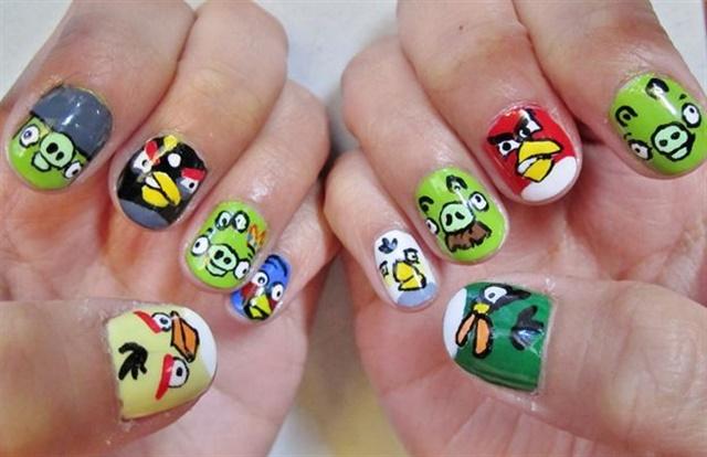 "<p>Via <a href=""http://nailartgallery.nailsmag.com/stuffanieworld/photo/247512/angry-birds-nail-art"">Nail Art Gallery</a></p>"