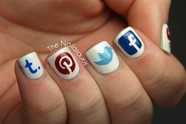 "<p>Via <a href=""http://www.thenailasaurus.com/2012/07/social-media-nails-also-who-wants-to.html"">@thesammersaurus</a></p>"