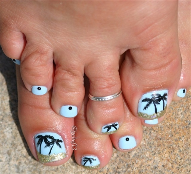 "<p>Via <a href=""http://nailartgallery.nailsmag.com/jgchef13/photo/436990/tropical-pedicure"">Nail Art Gallery</a></p>"