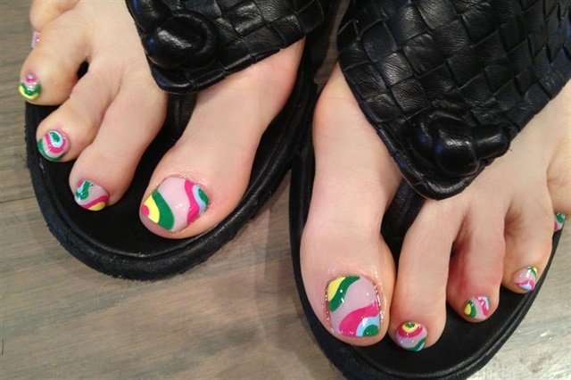 "<p>Via <a href=""http://nailartgallery.nailsmag.com/kiki_chicago/photo/336350/summery-pucci-pedi-art"">Nail Art Gallery</a></p>"