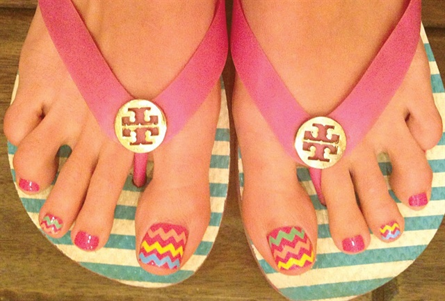 "<p>Via <a href=""http://nailartgallery.nailsmag.com/kiki_chicago/photo/320096/multicolored-zigzag-pedi-art"">Nail Art Gallery</a></p>"