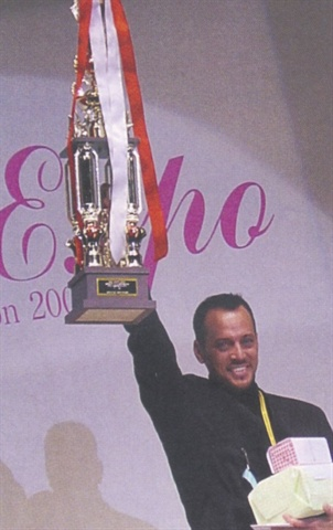 <p>Tom is shown here at the Tokyo Nail Expo in November 2001, with his winning trophy received for his New York City skyline nails.</p>