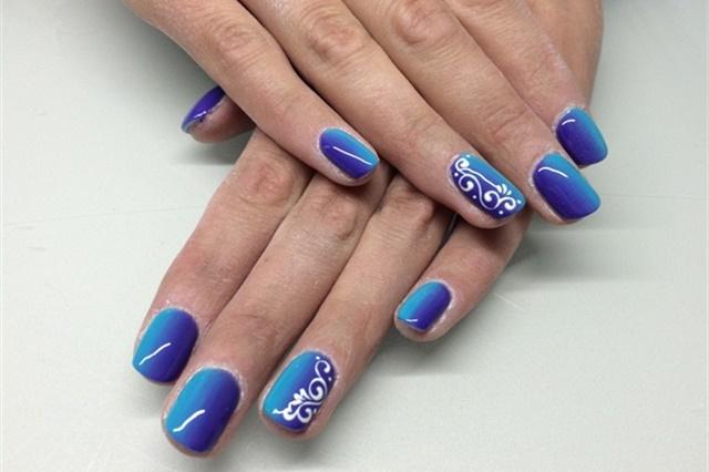 "<p><a href=""http://nailartgallery.nailsmag.com/ulkas_sis/photo/411086/blue-violet-ombr"">Via Nail Art Gallery</a></p>"