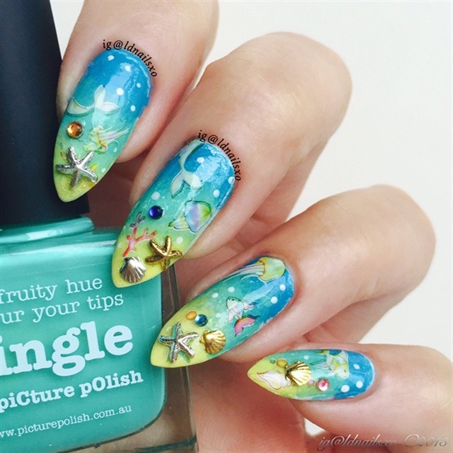 "<p>Via <a href=""http://nailartgallery.nailsmag.com/ldnailsxo/photo/417878/under-the-sea-nail-art"">Nail Art Gallery</a></p>"