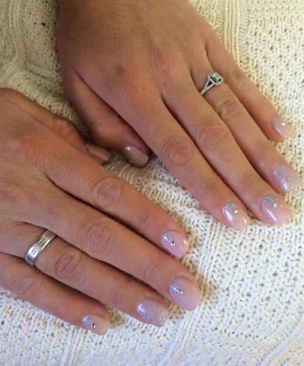 <p>My sister's wedding nails.</p>