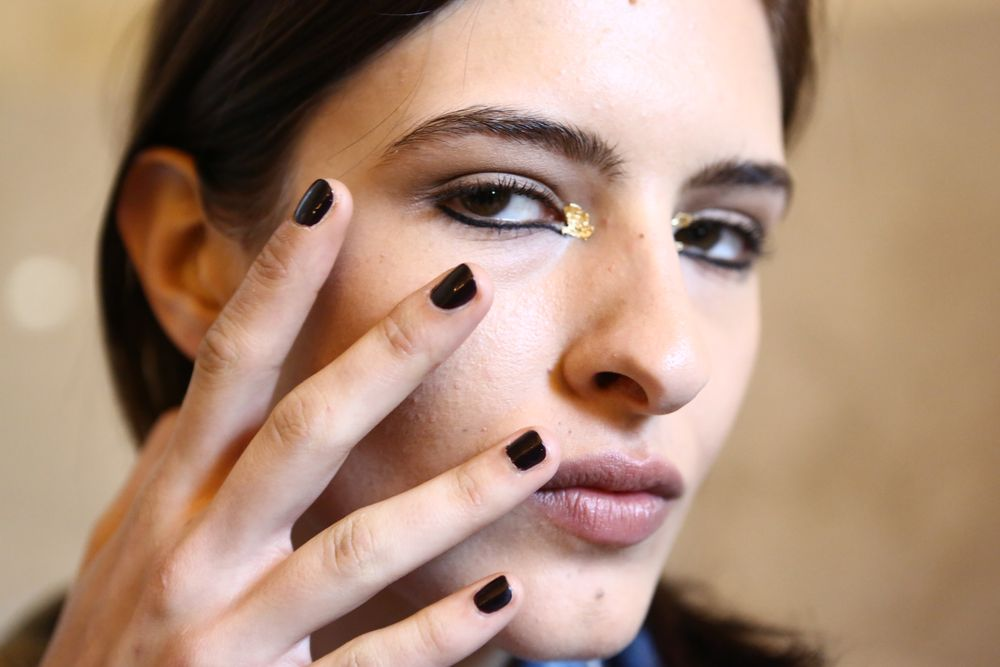 <p>Marchesa&rsquo;s India-inspired collection was fully garnished with <strong>Essie</strong>&rsquo;s Ballet Slippers and Luxedo.</p>