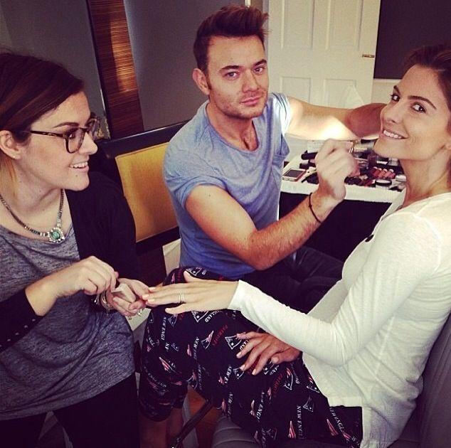<p>Manicurist Katie Jane Hughes doing Maria Menuonos' nails for the red carpet. Image via @butterlondon.</p>