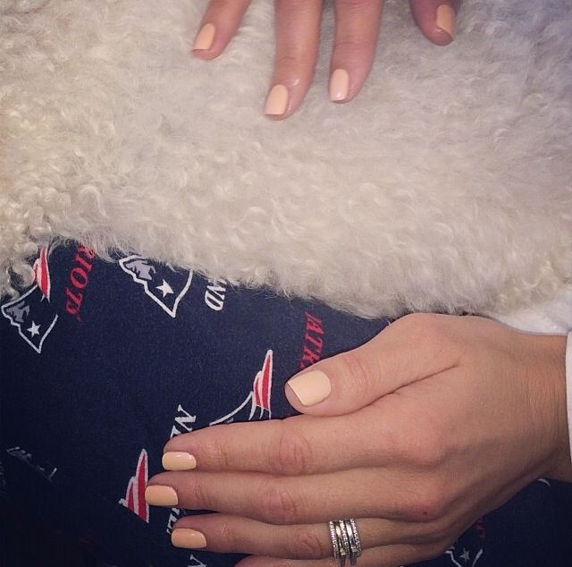 <p>Maria Menounos wore Butter London Shandy with Hen Party on top.&nbsp; Image via @katiejanehughes</p>