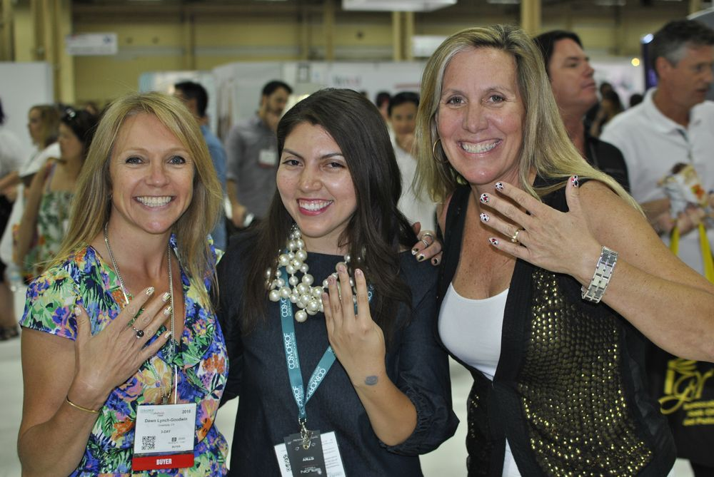 <p>NAILS' Beth Livesay congratulates Minx's Dawn Lynch-Goodwin and Janice Jordan on the company's re-Minxed website.</p>