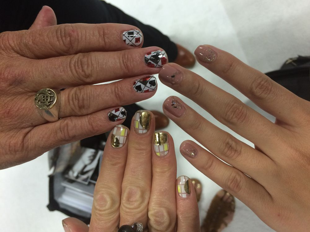 <p>An up-close look at Janice and Dawn's Vegas-ready Minx nails.</p>