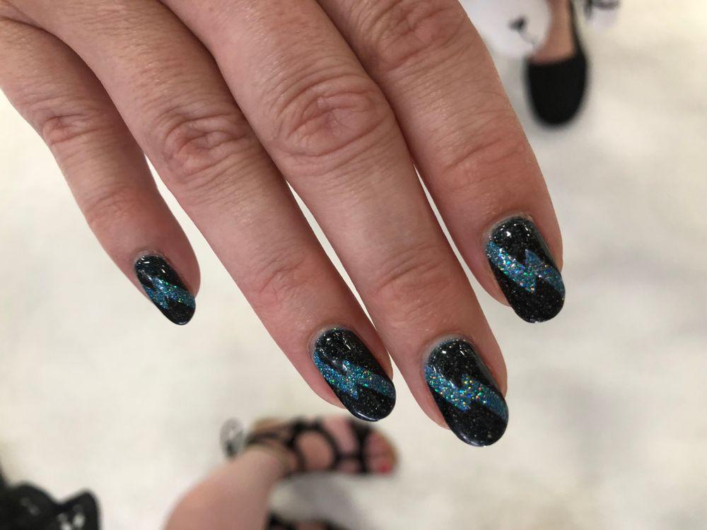 <p>Blogger Nina Kasper's nails for the show</p>