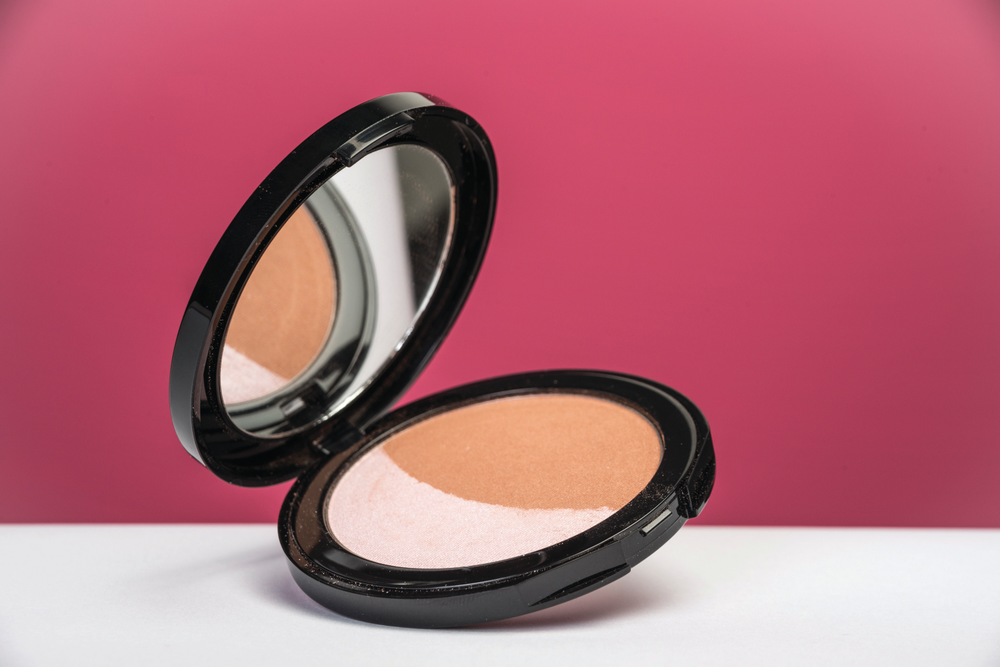 <p>Formulated with an exclusive blend of antioxidants to provide vital nutrients, achieve a natural and healthy glow all year round with Glō Minerals limited edition Bronze Kiss. The sleek packaged beauty product pairs a pink highlighter with a soft and luminous bronzer. &nbsp;A portion of all sales will be donated to the National Breast Cancer Foundation.&nbsp;</p>