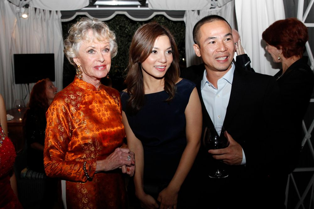 <p>Tippi Hedren with Central Nail Supply's Natalie and Tan Nguyen.</p>