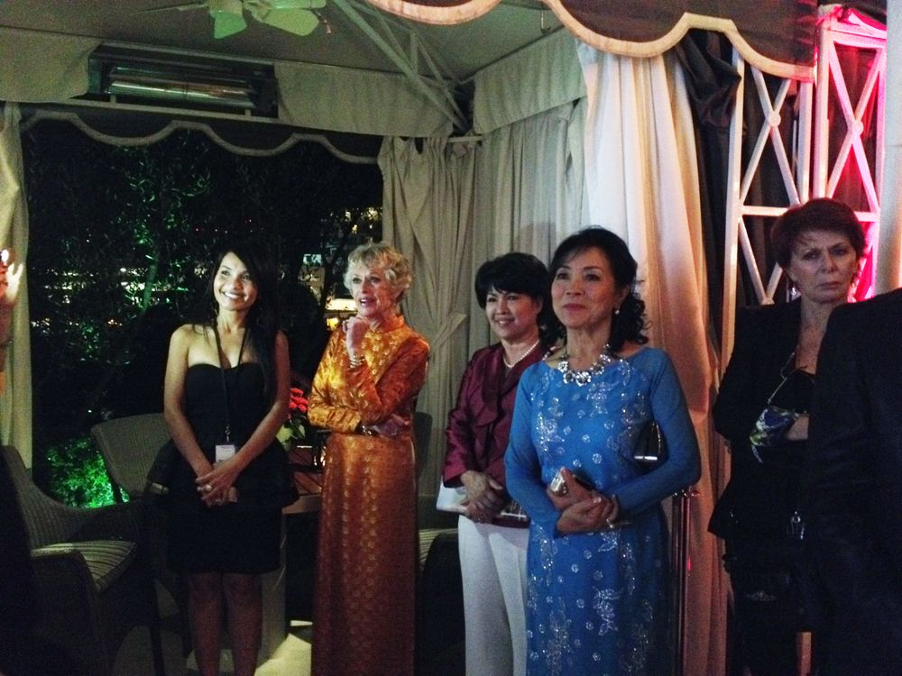 <p>Tippi Hedren and the audience reacts during Kieu Chinh's speech.</p>