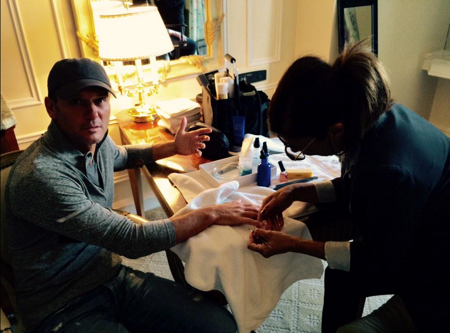 <p>Tim McGraw even got a mani from Carla Kay in preparation for his Oscar performance. Image via @thetimmcgraw</p>