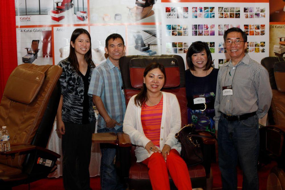 <p>VietSALON associate editor Kim Pham visits with T4's Tony Mai, Dung Nguyen, Tammy Gee, and Jimmy Nguyen.</p>