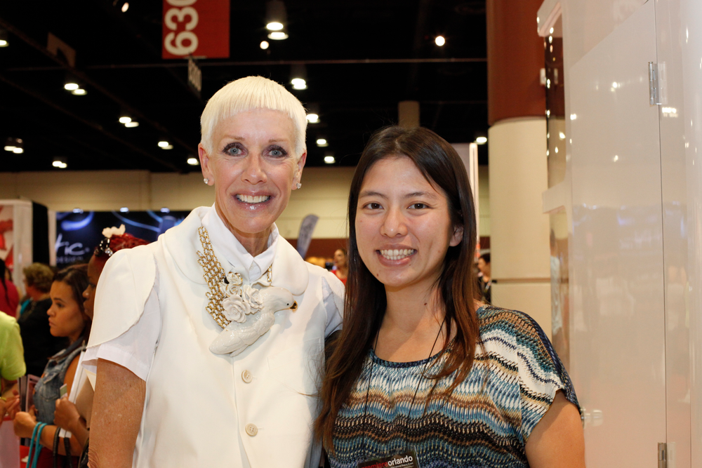 <p>CND&rsquo;s Jan Arnold stopped for a brief second between interviews for a photo with VietSALON associate editor Kim Pham.</p>