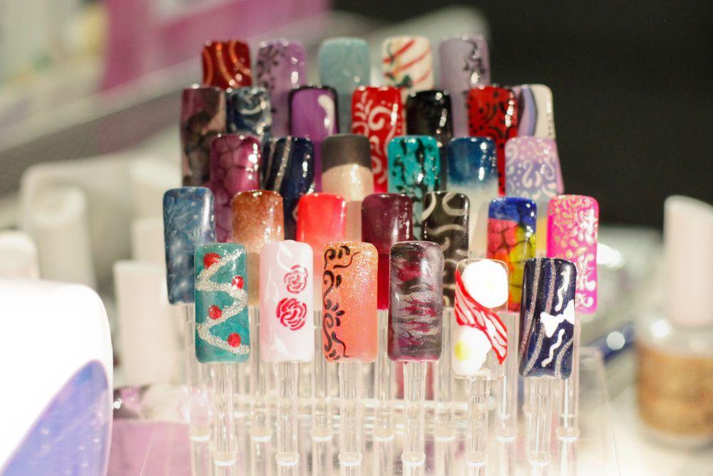 <p>IBD&rsquo;s Terry Burciaga displays her gel-polish nail art designs.</p>