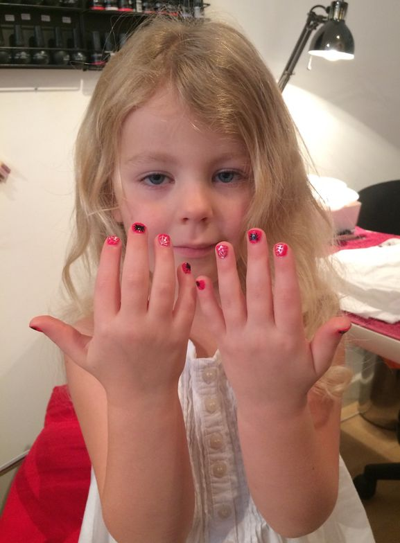 <p>Katie Barnes, Simply Nails and Beauty, London @simplynailsandbeauty</p>
