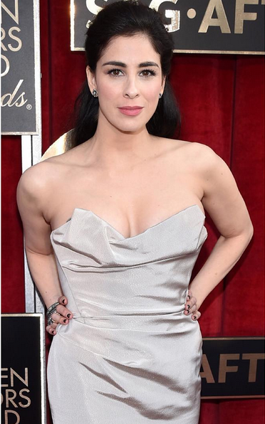 """<p>Caption's Look Don't Touch polished Sarah Silverman's SAG nails. Nails by Sabella Snyder. Image via <a href=""""https://www.instagram.com/sweetbcreations/"""">@sweetbcreations</a></p>"""
