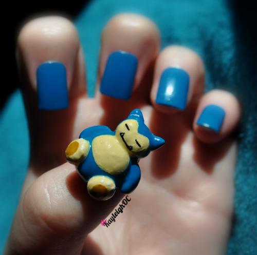 "<p>Snorlax nail art by <a href=""https://www.facebook.com/KayleighOCNailArt"">KayleighOCNailArt</a> (Facebook)</p>"