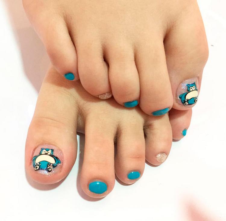 "<p>Snorlax toes, nail art by <a href=""https://www.instagram.com/popmynail.id"">@popmynail.id</a></p>"