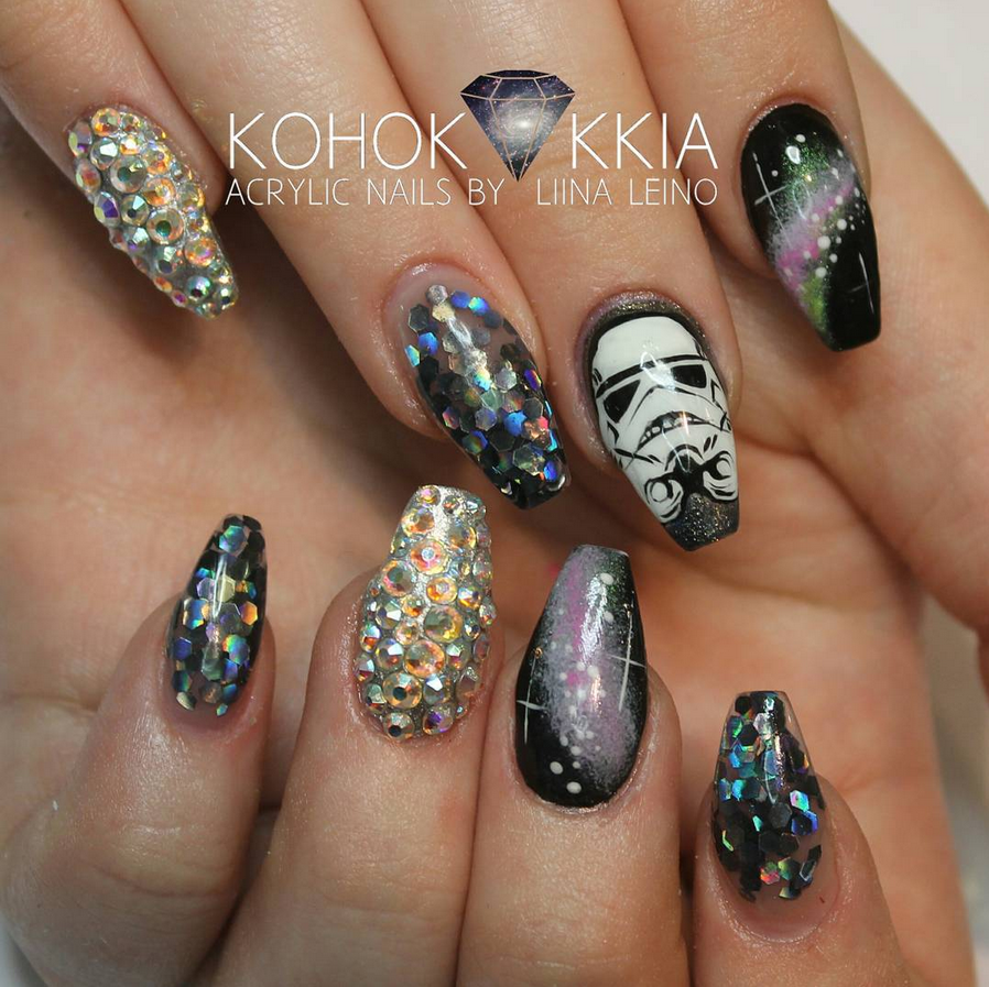 "<p>Galactic Stormtrooper nails by <a href=""https://www.instagram.com/kohokukkia"">Liina Leino</a>, Helsinki, Finland</p>"