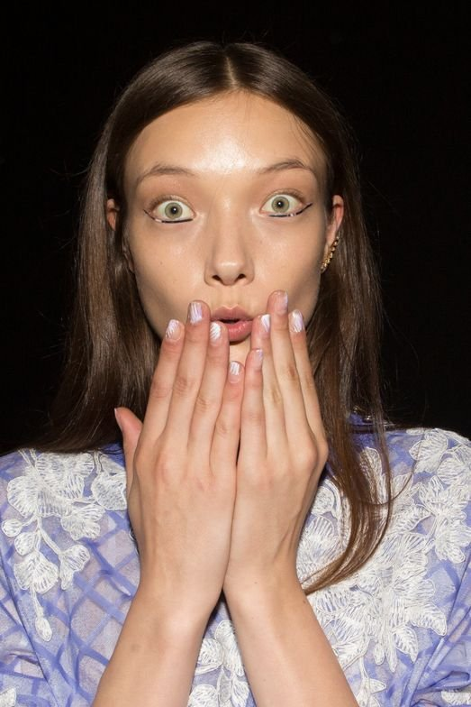 <p>A Japanese-inspired ombre graced nails at Tadashi Shoji.</p>
