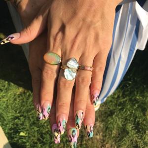 Lily Allen's pastel foil nails.