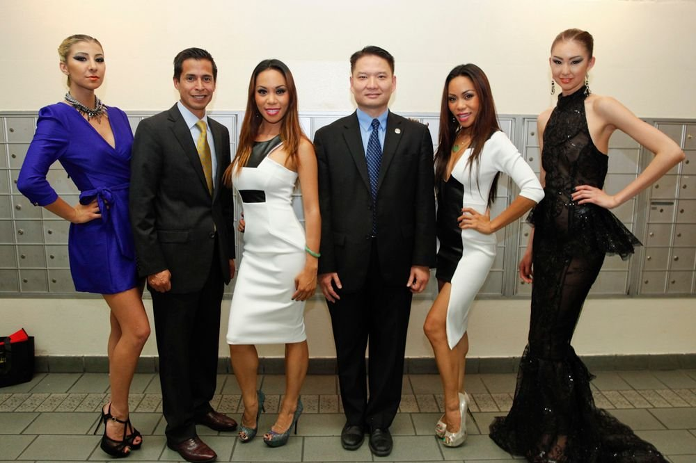 <p>The Sachika Twins and two of their models with Westminster, Calif. mayor Tri Ta (center) and Westminster city councilman Sergio Contreras, who supported the event held in their city.</p>
