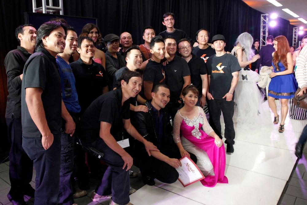 <p>Cynthia Bui, known for her Ao dai Vietnamese dress designs (front) with the VietFaceTV video production team.</p> <p>&nbsp;</p>