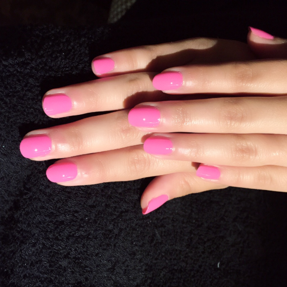 <p>Ally from Fifth Harmony donned Red Carpet Manicure's Material Girl nail lacquer for the VMA.</p>