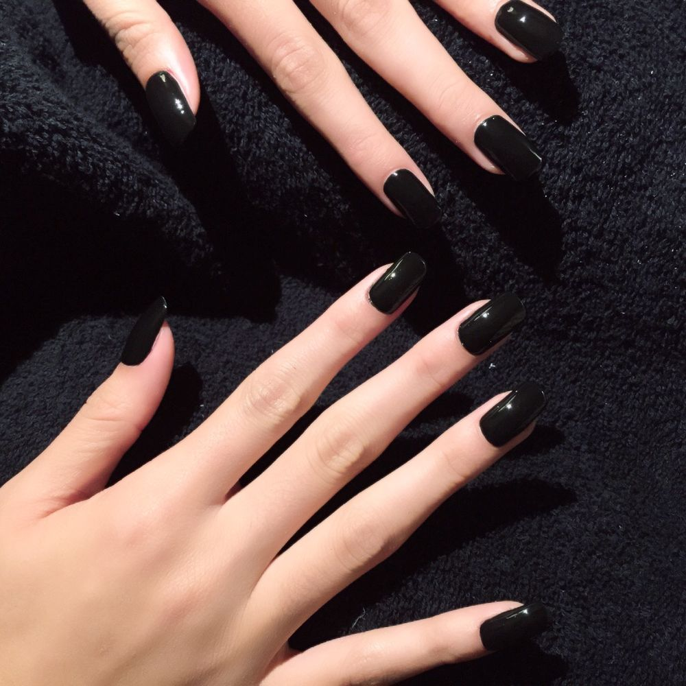 <p>Dinah from Fifth Harmony opted for Black Stretch Limo nail lacquer on a stiletto nail for the VMAs.</p>