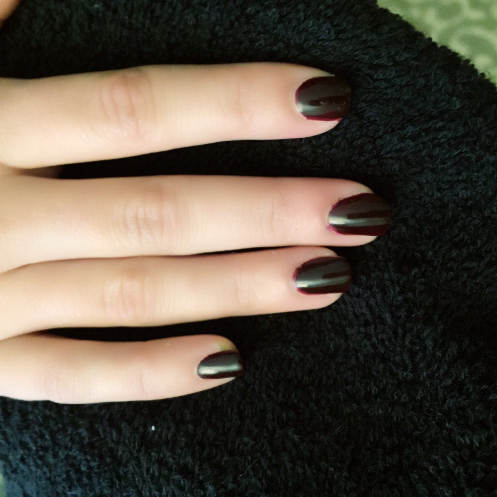 <p>Emi Kudo did Lauren from Fifth Harmony's nails for the VMAs in Red Carpet Manicure Curtain Call.</p>