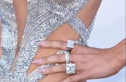 <p>JLo opted for nude/pink nails from Tom Bachik. Image via @tombachik.&nbsp;</p>