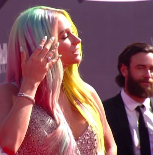 <p>Kesha flaunted an aqua manicure that matched her multi colored locks. Image via @mtv.</p>