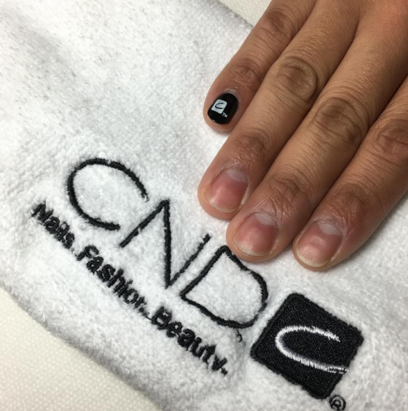 <p>Nails by CND's John Nguyen&nbsp;</p>