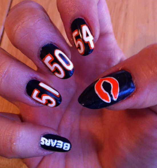 <p>Chicago Bears nail art by Ashley Gregory</p>