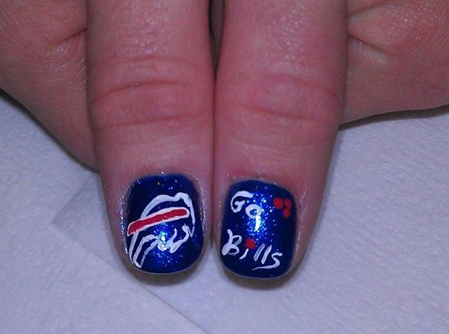 <p>Buffalo Bills nail art by&nbsp;Lisa Blackford</p>