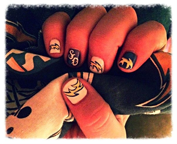 <p>Chargers nail art by&nbsp;Liza Waitzman</p>