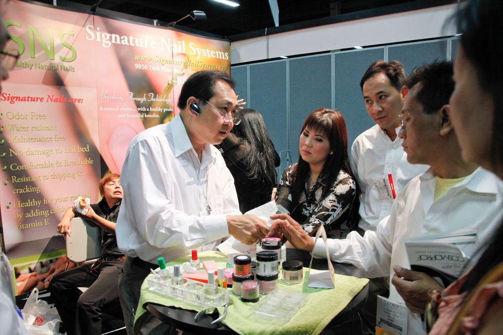 <p>Signature Nail Systems creator Joe Tran demonstrated his acrylic dip system on show attendees.</p>