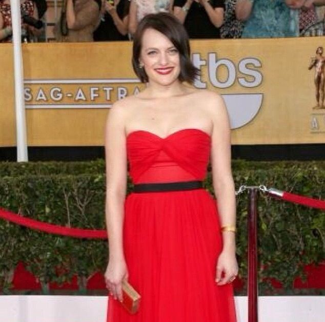 <p>Elisabeth Moss opted for Essie's Cocktails &amp; Coconut for the SAG Awards. Image via @essiepolish.</p>