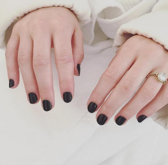 <p>Nail tech Kait Mosh used a rich black color to polish House of Cards&rsquo; Rachel Brosnahan. Image via @kaitmosh.</p>