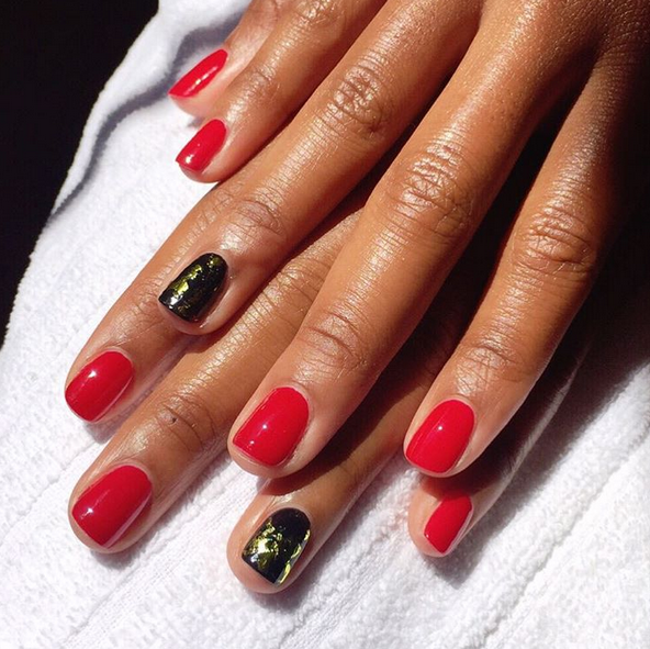 <p>The Daily Show&rsquo;s Jessica Williams got nailed by nail tech Whitney Gibson in Formula X Curiosity and Dark Matter with gold foil accents. Image via @whitneygnails.</p>
