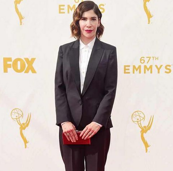 <p>Carrie Rachel graced the red carpet in clean, nude nails by nail tech Whitney Gibson. Image via @whitneygnails.</p>